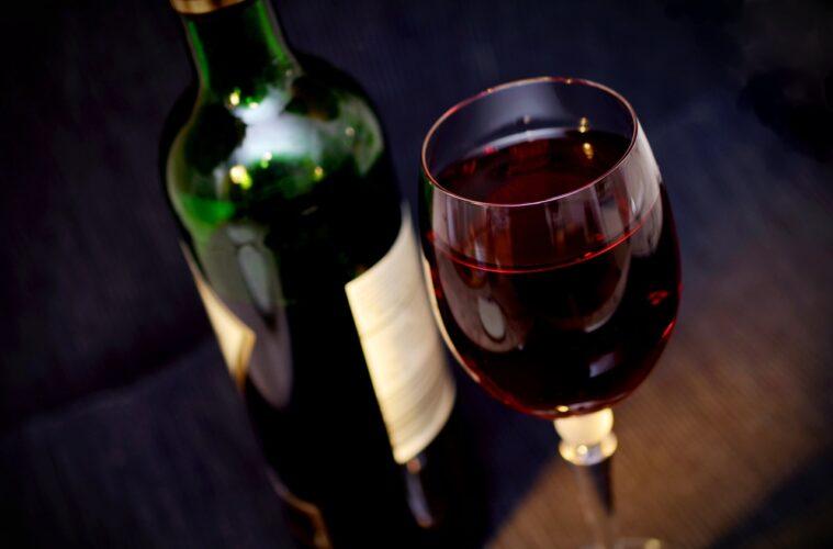 Vino rosso da frigo